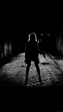 papers.co-ae59-girl-silhouette-dark-street-scary-maybe-33-iphone6-wallpaper