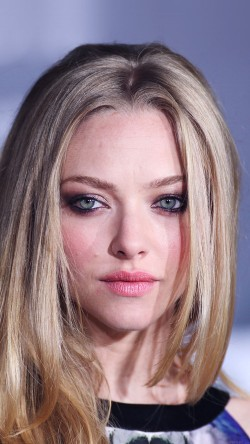 papers.co-hb61-amanda-seyfried-watching-33-iphone6-wallpaper