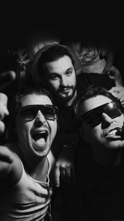 papers.co-hc96-swedish-house-mafia-dj-having-fun-music-33-iphone6-wallpaper