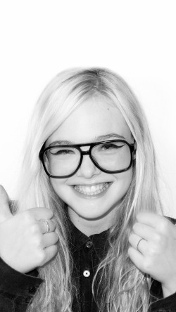 papers.co-hd31-elle-fanning-thumbs-up-sexy-actress-33-iphone6-wallpaper