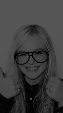 papers.co-hd32-elle-fanning-thumbs-up-black-sexy-actress-33-iphone6-wallpaper