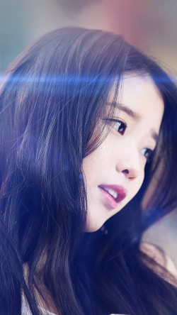 papers.co-hf78-iu-kpop-beauty-girl-singer-blue-flare-33-iphone6-wallpaper
