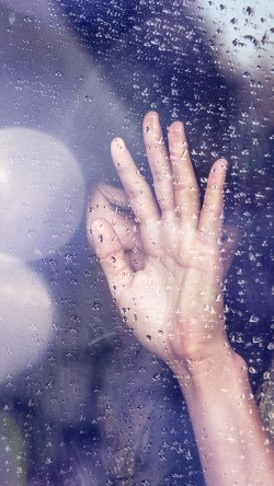 papers.co-hf88-rain-girl-shy-asian-nature-hand-flare-33-iphone6-wallpaper
