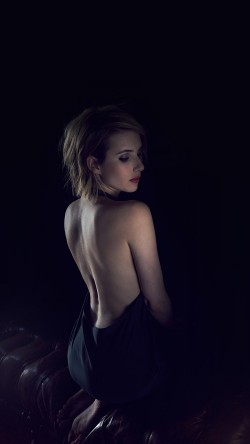 papers.co-hg21-emma-roberts-sexy-back-film-actress-33-iphone6-wallpaper