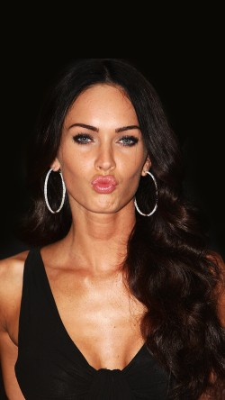 papers.co-hg89-megan-fox-dark-cute-kiss-celebrity-33-iphone6-wallpaper