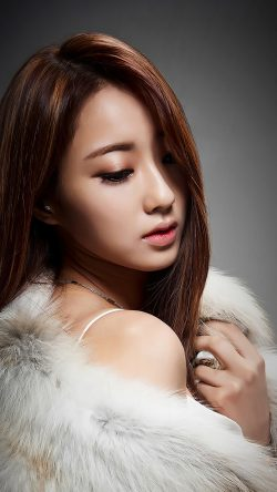 papers.co-hj67-kyungli-kpop-girl-fur-coat-33-iphone6-wallpaper