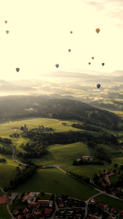 papers.co-mf49-balloon-party-green-mountain-nature-33-iphone6-wallpaper