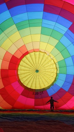 papers.co-mj97-hot-air-balloon-rainbow-color-nature-33-iphone6-wallpaper