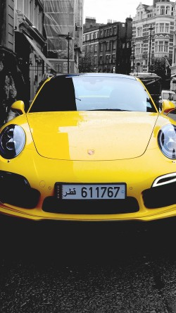 papers.co-mk71-porche-street-car-city-bw-yellow-33-iphone6-wallpaper