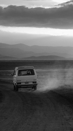 papers.co-mm98-desert-car-dark-bw-drive-nature-love-33-iphone6-wallpaper