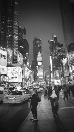 papers.co-mn66-new-york-street-night-city-dark-bw-vignette-33-iphone6-wallpaper