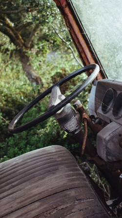 papers.co-mo65-old-car-forest-vintage-nature-carl-kadysz-33-iphone6-wallpaper