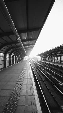 papers.co-mo80-train-station-s-charles-city-dark-bw-sun-33-iphone6-wallpaper