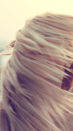 papers.co-mt86-photo-woman-hair-blow-wind-love-human-33-iphone6-wallpaper