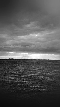 papers.co-mu25-sea-city-bw-dark-ocean-nature-sky-cloud-blur-33-iphone6-wallpaper